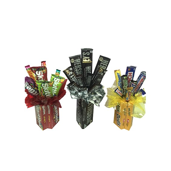 Candy-bouquet-sits-in-candy-made-container